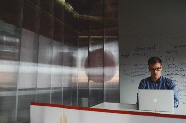 WEBライターが個人事業主になるメリット・デメリット